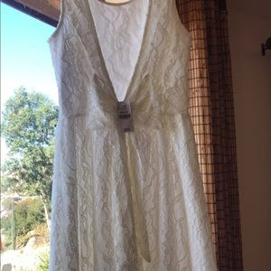 White lace dress w/ cut back & a bow! Never worn.